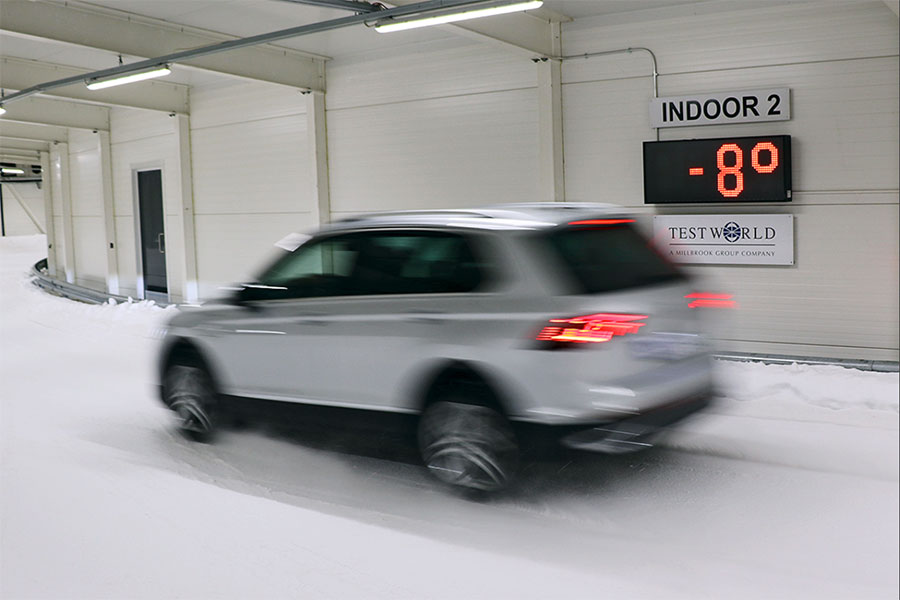 Test eines SUV-Ganzjahresreifens auf Schnee in Finnland durch Auto Bild